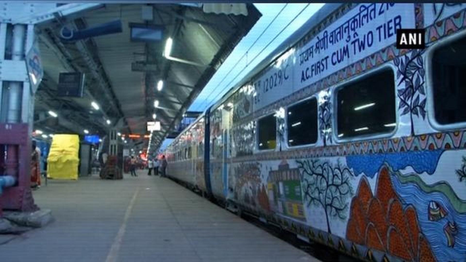 Bihar_Sampark_Kranti_Express_1535087096