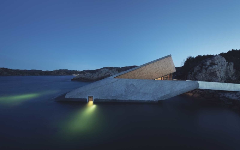 europe-s-first-underwater-restaurant-just-opened-and-it-s-already-one-of-the-most-coveted-dinner-restaurant